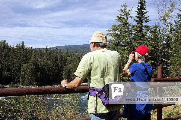 Touristen im Wells Gray Provincial Park  British Columbia  Kanada