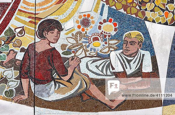 Sozialistisches Wandmosaik von Walter Womacka am Berliner Haus des Lehrers  Deutschland  Europa