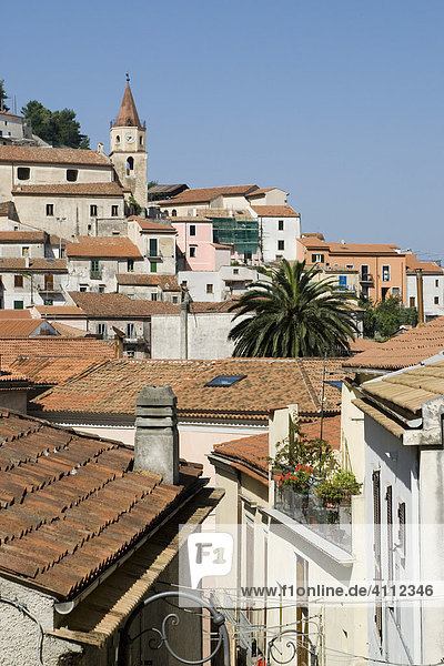 Dorf mit Kirchturm  Maratea  Basilikata  Italien