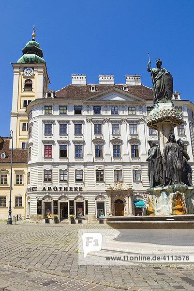 Schubladkastenhaus und Austriabrunnen und Schottenkirche  Freyung  Wien  Österreich