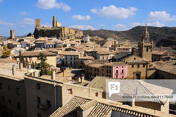 Gesamtansicht der Ortschaft Uncastillo  Provinz Zaragoza  Aragón  Spanien
