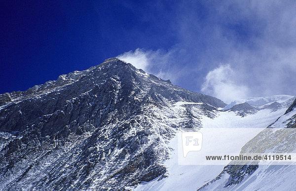 Südgipfel 8751m und Südsattel des Mount Everest 7950m  Blick aus der Lhotse-Wand  Himalaya  Nepal