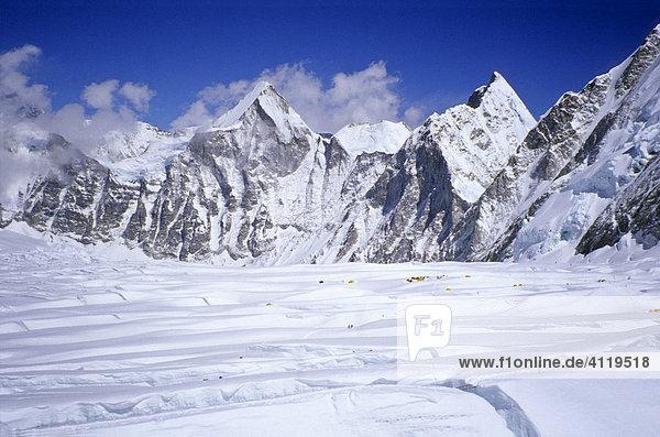 Gletscher des Western Cwm Richtung Westen mit Blick auf Lingtren  6600m  Mount Everest  Himalaya  Nepal