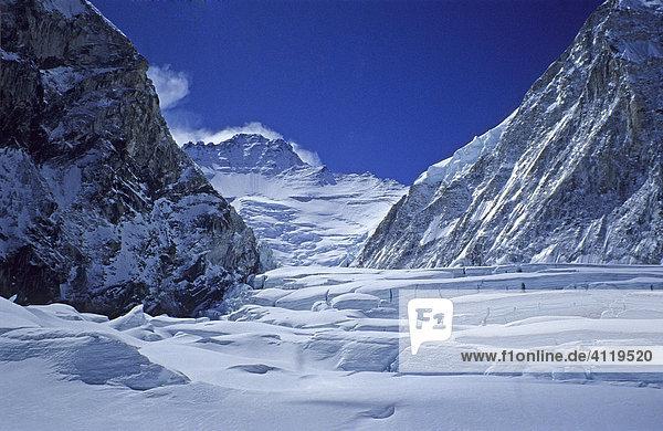 Gletscher des Western Cwm Richtung Westen mit Blick auf Lhotse  8516m  Mount Everest  Himalaya  Nepal