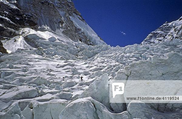 Bergsteiger im Khumbu-Eisfall  Mount Everest  Himalaya  Nepal