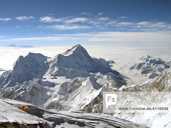 Ausblick vom Gipfel des Mount Everest auf den Makalu,  8463m,  Himalaya,  Nepal