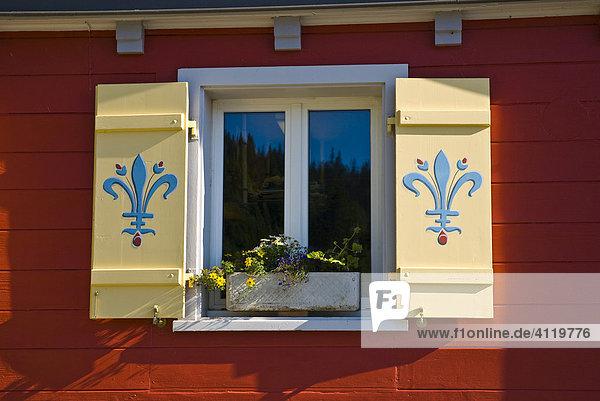 Dekoriertes Fenster  Malbun  Liechtenstein  Europa