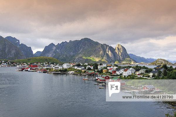 Fischerdorf Reine  Moskenes  Lofoten  Norwegen  Skandinavien