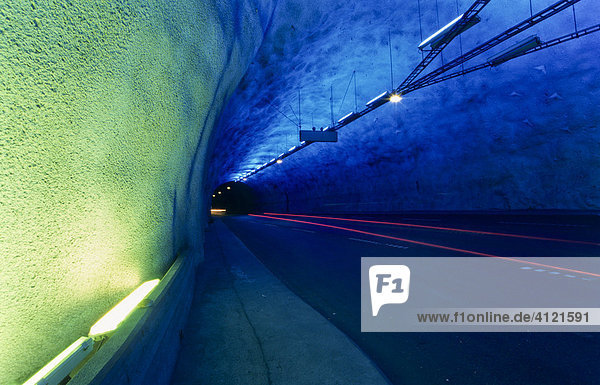 Europa Iblgzs00835066 Farbige Straßenbeleuchtung Im Längsten Tunnel