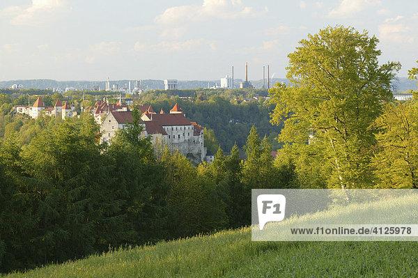 Burg und Industrie,  Burghausen,  Oberbayern,  Bayern,  Deutschland