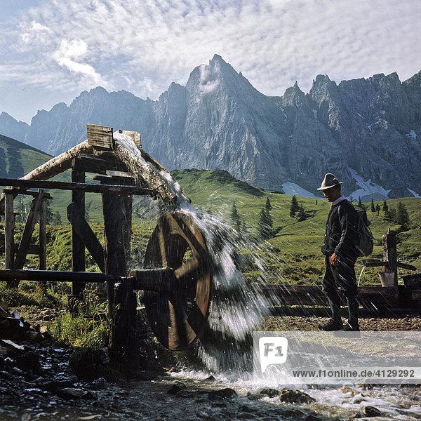 Ladizalm  Wasserrad  Bockkarspitze und Nördliche Sonnenspitze  Karwendel  Tirol  Österreich