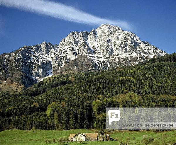 Hochstaufen  Chiemgauer Alpen  Berchtesgadener Land  Bauernhaus  Oberbayern  Deutschland