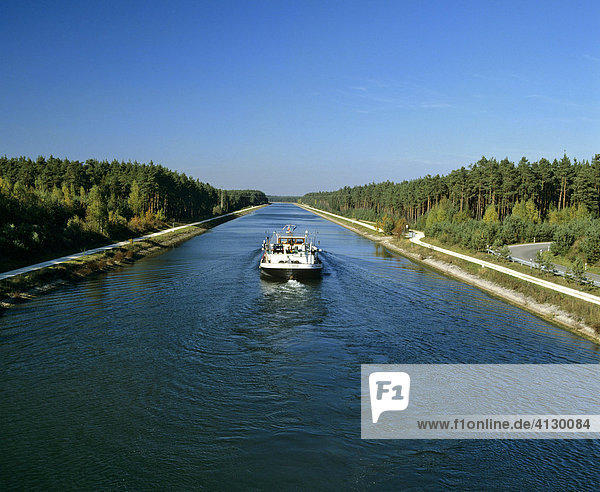 Main-Donau-Kanal bei Nürnberg  Schiff  Mittelfranken  Bayern  Deutschland Main-Donau-Kanal bei Nürnberg, Schiff, Mittelfranken, Bayern, Deutschland