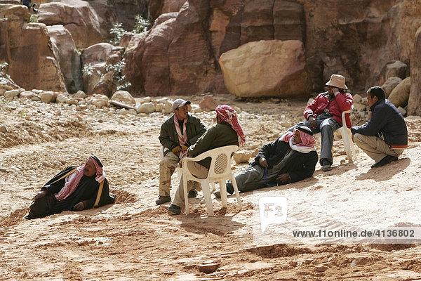 Fremdenführer warten auf Touristen  Petra  Jordanien