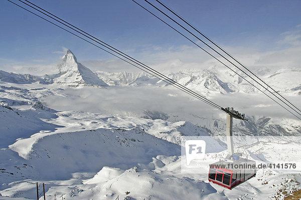 Skigebiet Zermatt  Gondelbahn auf den Hohtälli (3280m) mit Matterhorn  Wallis  Schweiz