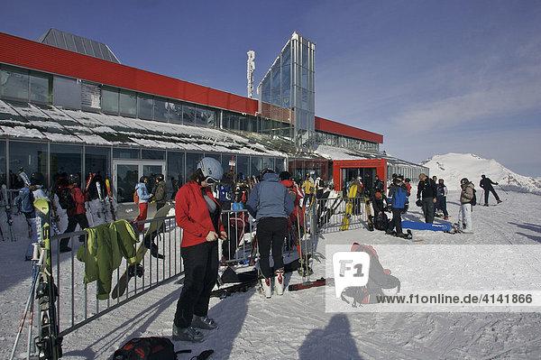 Bergstation der 6er Gondelbahn Eissee im Skigebiet Mölltalgletscher  Kärnten  Österreich