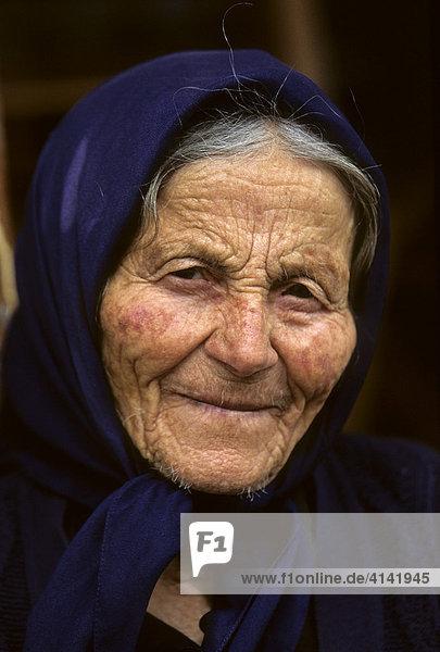 Alte Frau VeuGeln