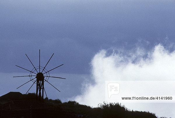 Altes Windrad mit Wolke  Insel La Palma  Kanarische Inseln  Spanien La Palma