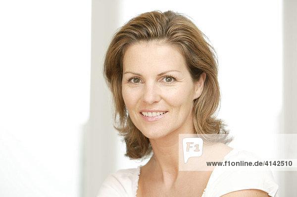 Portrait of a brunette woman smiling