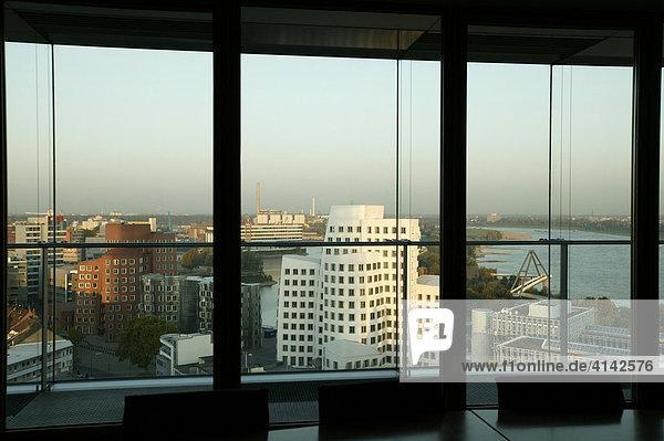Gehry-Bauten und Hafen  Düsseldorf  Nordrhein-Westfalen  Deutschland