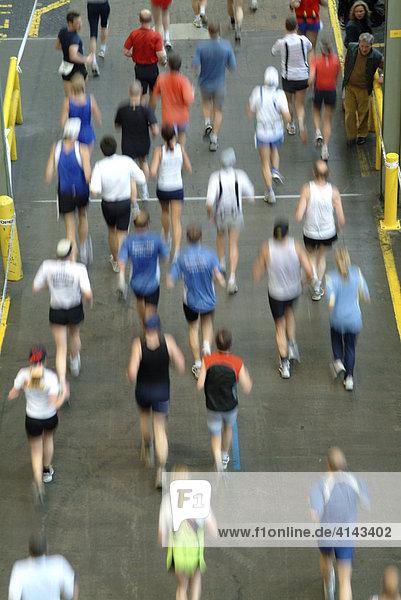 DEU  Bundesrepublik Deutschland  Bochum: Laeufer beim Ruhrmarathon .