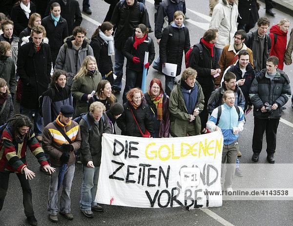 DEU  Bundesrepublik Deutschland  Essen : Studentendemonstration an der Universitaet Duisburg-Essen  gegen drohende Studiengebuehren.