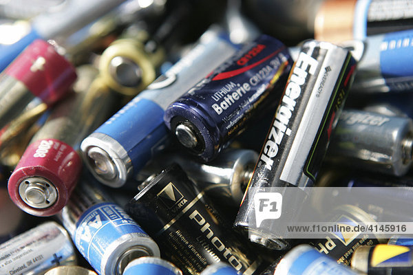 DEU  Germany: Used  empty batterys. Will be disposed in shops which sell those batterys.
