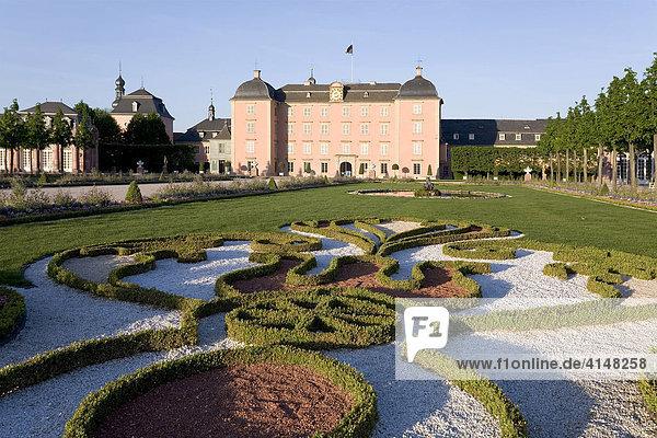 Schloss Schwetzingen  Gartenseite  Barockgarten  Baden-Württemberg  Deutschland