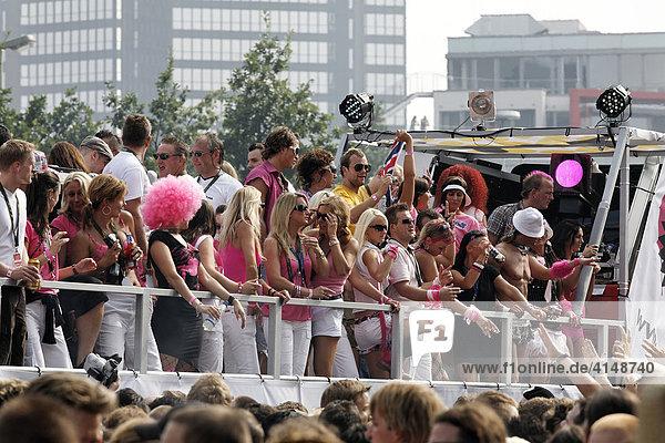 Truck mit Party People  Loveparade 2007  Essen  NRW  Deutschland