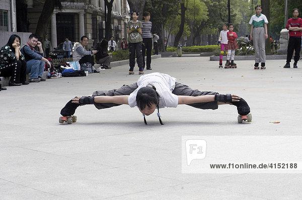 Mädchen trainieren Rollschulauf  Ghuangzhou  China