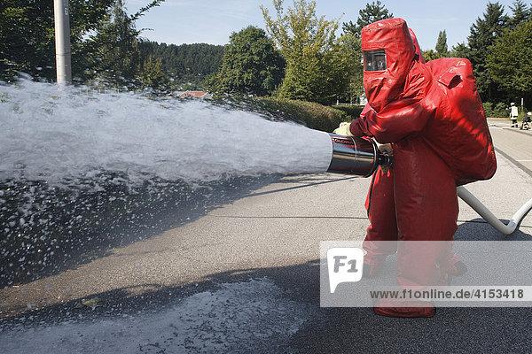 Gefahrgutübung der Feuerwehr  Overath  Nordrhein-Westfalen  Deutschland