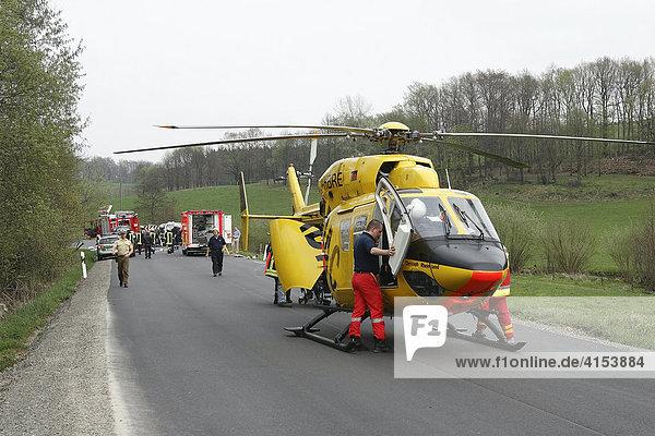 Rettungshubschrauber bei Motorradunfall