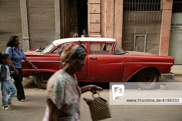 Amerikanischer Oldtimer in Havanna Kuba