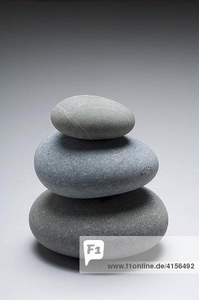 Drei Steine uebereinander