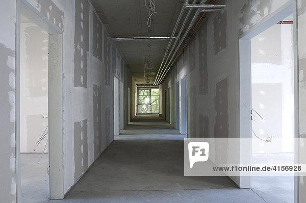 Bau eines Krankenhauses  Trennwände verspachtelt  Gelsenkirchen Nordrhein-Westfalen Deutschland