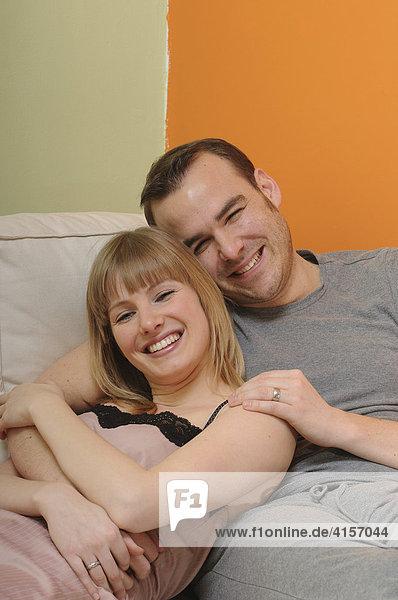 Paar auf Couch