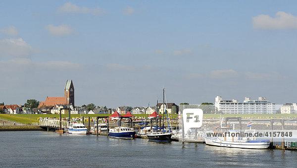 Cuxhaven  Blick auf den Fährhafen - Niedersachsen  Deutschland  Europa.