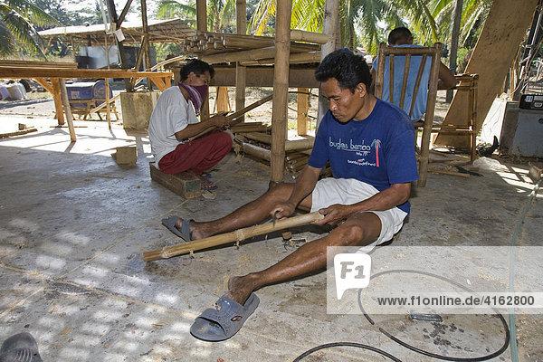 In einer Möbelfabrik wird Bambus verarbeitet  Negros  Philippinen  Asien