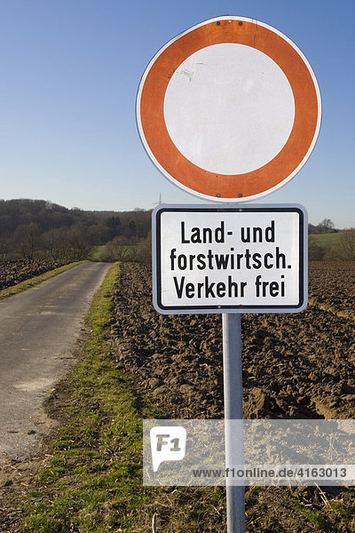 schild durchfahrt verboten landwirtschaftlicher verkehr frei deutschland europa. Black Bedroom Furniture Sets. Home Design Ideas