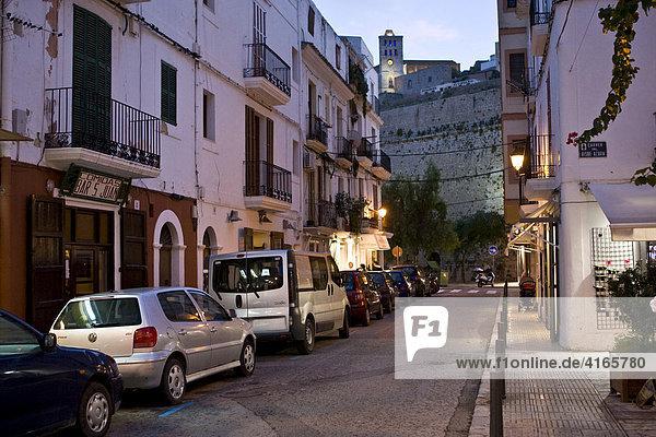 Altstadt von Eivissa mit engen Gassen  Ibiza  Balearen  Spanien