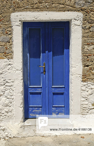 Typische Eingangstür zu einem Haus in Griechenland  Mandraki  Nissyros  Dodekanes  Griechenland