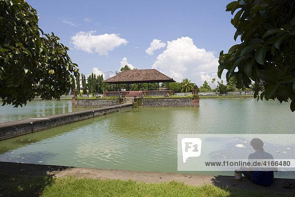Wasserpalast  Hindutempel und Moslem Tempel bei Narmada  Insel Lombok  Kleine Sunda-Inseln  Indonesien