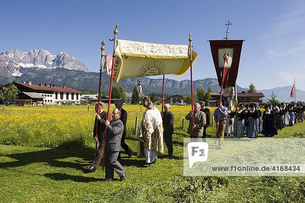 Fronleichnamsprozession in Oberndorf in Tirol Österreich