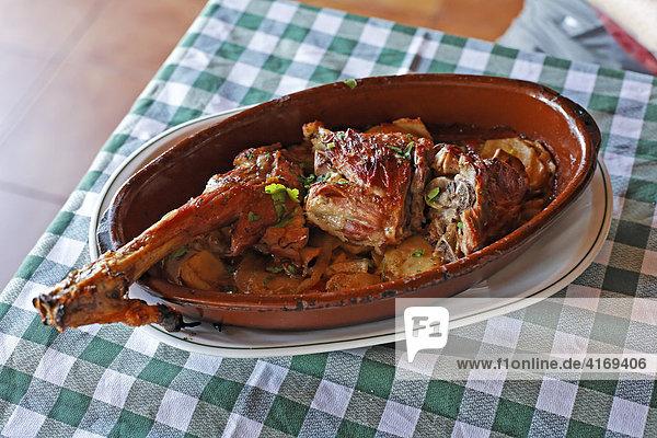 Ziegenfleisch in Restaurant El Horno in Villaverde   Fuerteventura   Kanarische Inseln