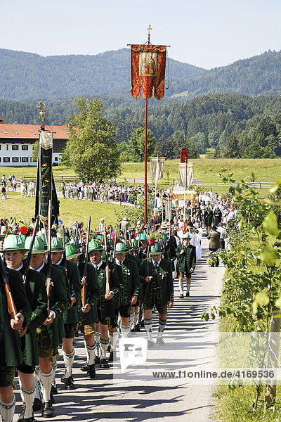 Fronleichnamsprozession in Wackersberg   Isarwinkel   Oberbayern