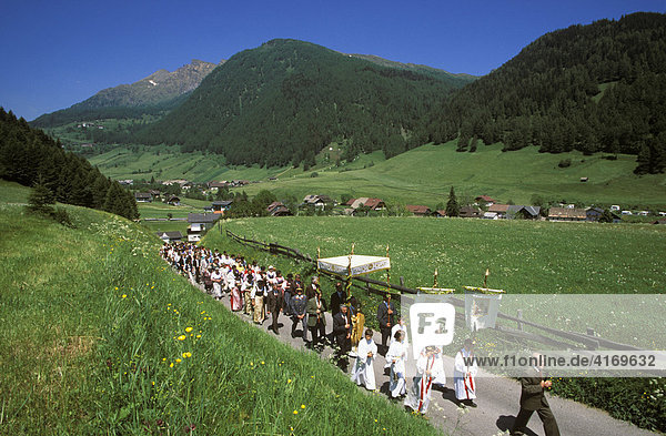 Rennweg am Katschberg St. Peter  Fronleichnamsprozession   Kärnten Österreich