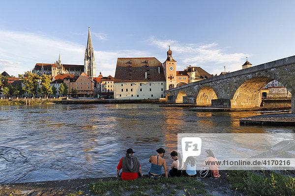 Regensburg  cathedral and Stone Bridge  Danube  Upper Palatinate  Bavaria  Germany