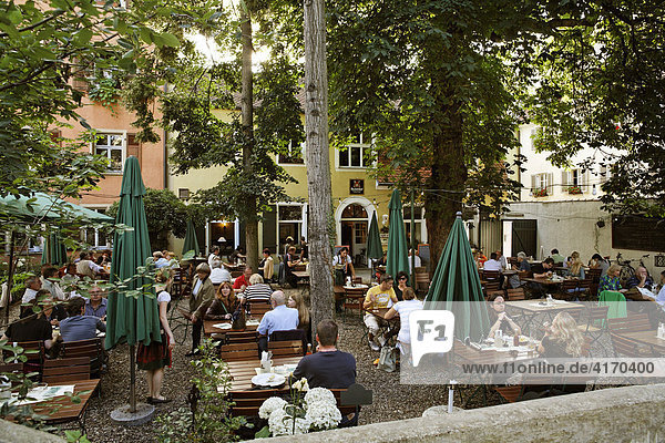 Biergarten Kreuzschänke, Regensburg, Oberpfalz, Bayern - imageBROKER ...