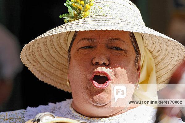 Folkloresängerin mit Strohhut  San Bartolome de Tirajana  Tunte  Gran Canaria  Kanaren  Spanien