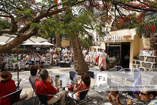 Traditionelle Tänzer  Folklore in Pueblo Canario  Doramas-Park  Las Palmas de Gran Canaria  Kanaren  Spanien